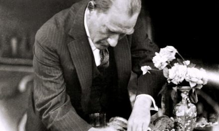 Atatürk'ün Yazdığı Eserleri Biliyor musunuz?