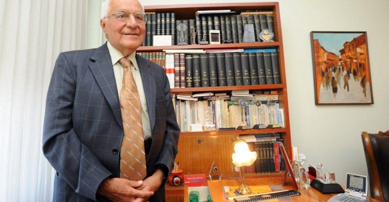 """Photo of Psikiyatrinin Duayeni Prof. Dr. Özcan Köknel'den """"Bilgenin Aynası"""""""