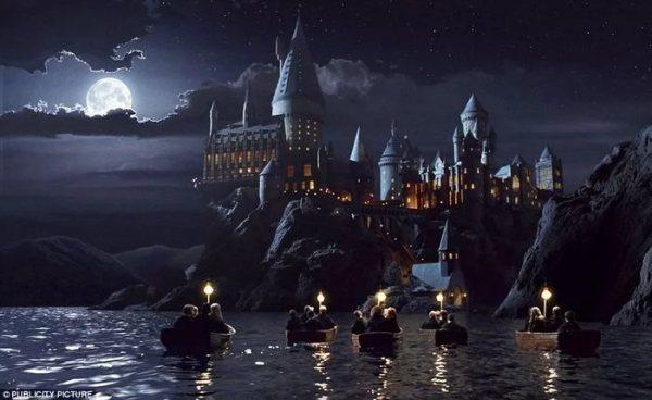 Hogwarts Cadılık ve Büyücülük Okulu (Harry Potter Serisi)